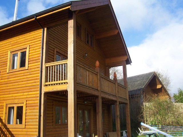 Three story fistral house cornwall north coast log for Three story log cabin